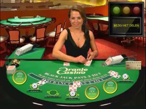 Cleo achter de blackjacktafel bij Oranje Casino
